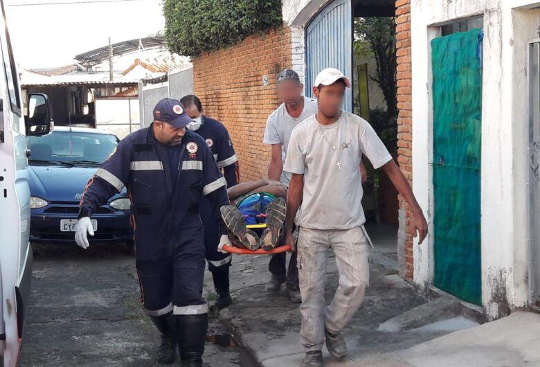 Ajudante de pedreiro sofre queda na Vila Brasília