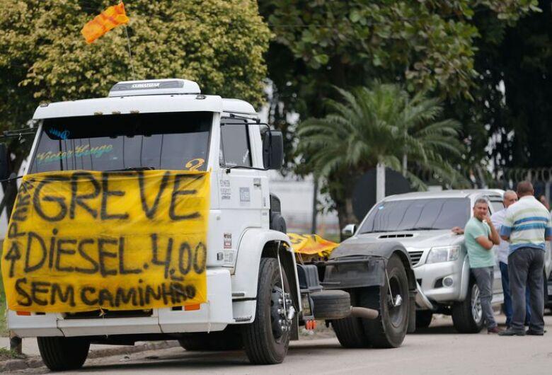 Protesto de caminhoneiros causa desabastecimento em São Paulo