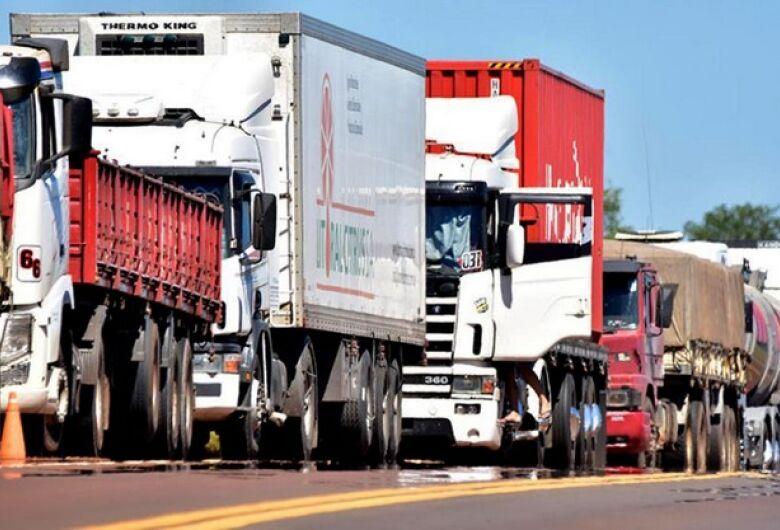 São Carlos adere a greve dos caminhoneiros