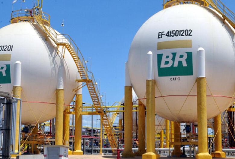 Petrobras reduz diesel em 10% após protestos