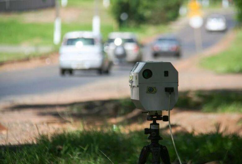 Confira a localização dos radares móveis e das equipes de tapa-buraco nesta terça-feira