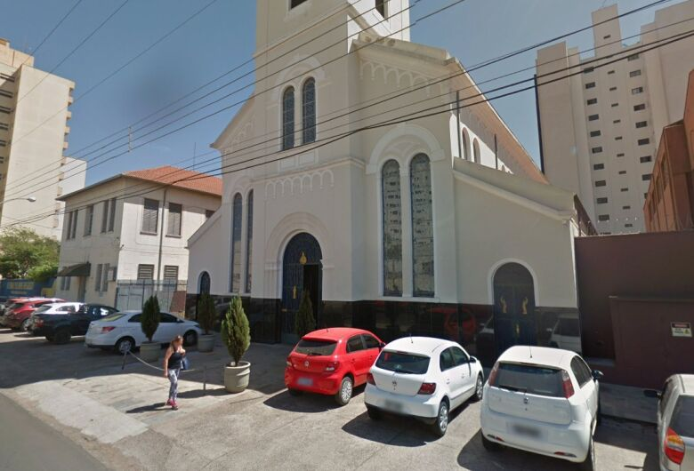 Ladrão furta cruz na igreja São Sebastião