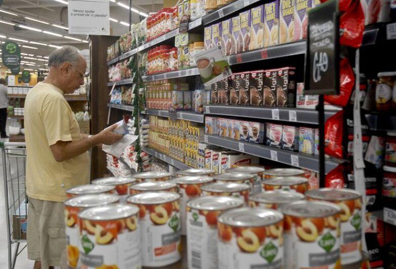 Alimentos com muito açúcar terão alerta para consumidor