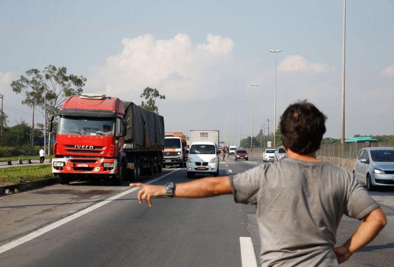 Protestos de caminhoneiros contra alta do diesel entram no 6º dia