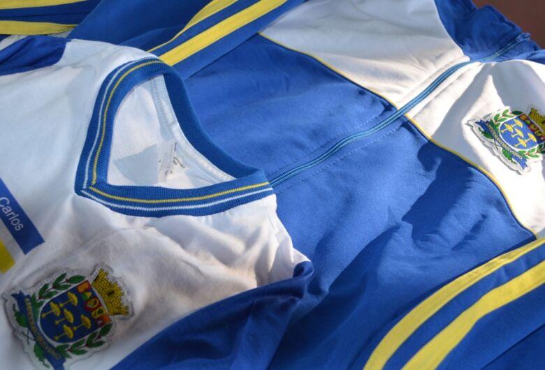 Prefeitura inicia entregue de uniformes escolares para 15 mil alunos da rede municipal