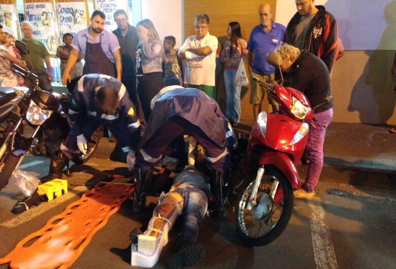 Motorista causa colisão ao fazer conversão na Vila Monteiro