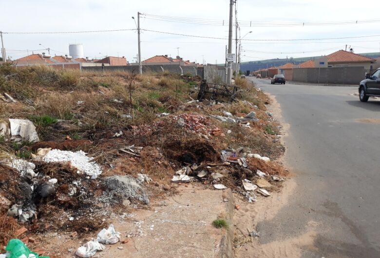 Sérgio Rocha pede limpeza em terrenos e ruas do bairro Eduardo Abdelnur