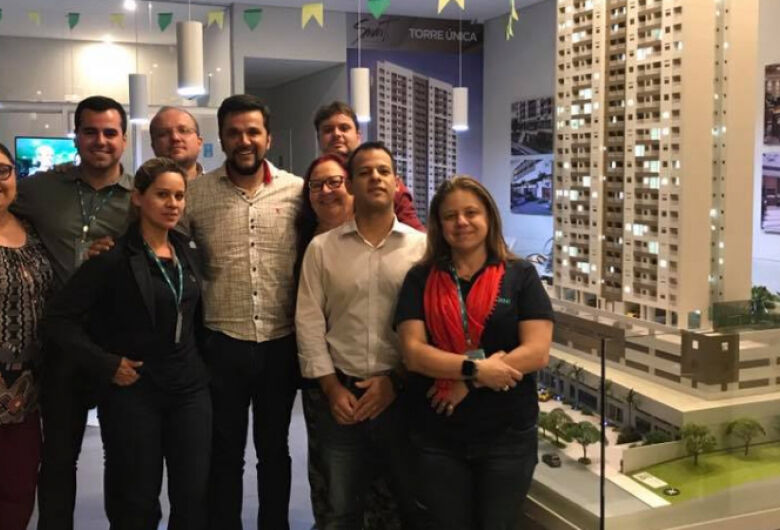 Rodson congratula-se com os empreendedores da RNI Smart São Carlos
