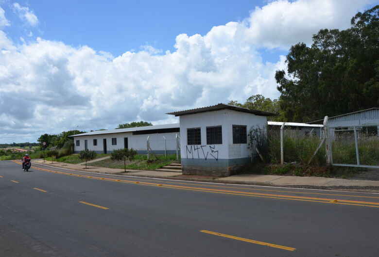 Lançamento da pedra fundamental marca início das obras de escola no Araucária
