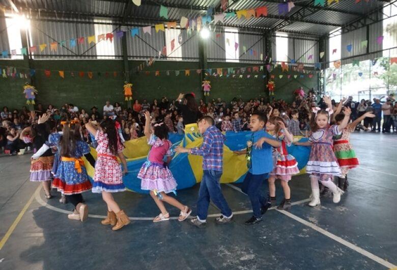 Festa Junina reúne famílias no Cemei Cônego Manoel Tobias