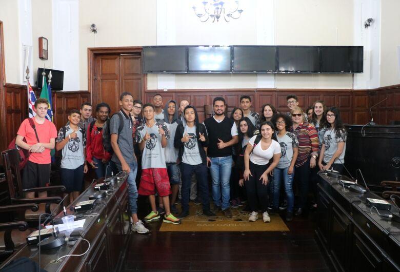 Alunos da escola Carmine Botta visitam a Câmara Municipal