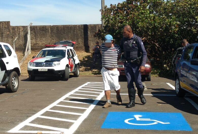 Desocupado é detido após furtar loja no Calçadão; esposa agride GM