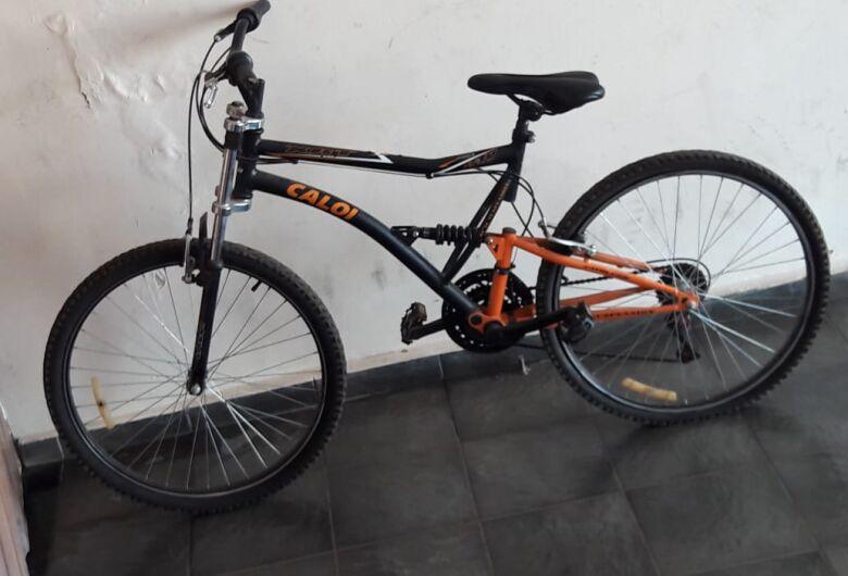 Ladrão arromba portão para furtar bike