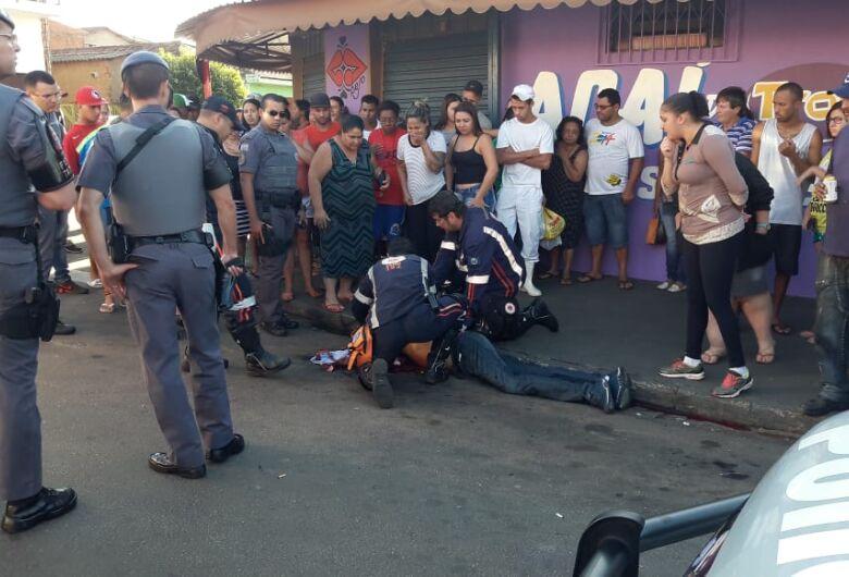 AGORA: homem é atingido por tiros no Aracy