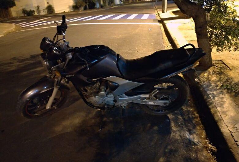 """Servente """"compra"""" moto furtada por R$ 500 e inicia semana na cadeia"""