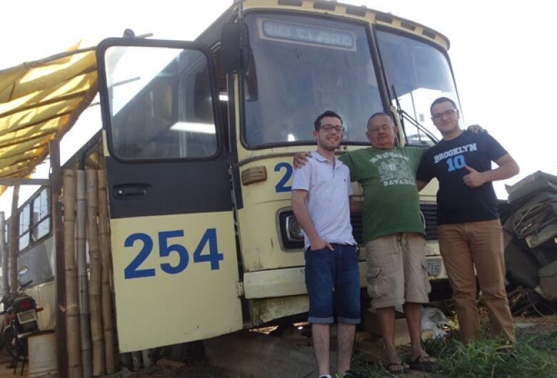 Estudante de 62 anos quer desbravar países em um ônibus adaptado
