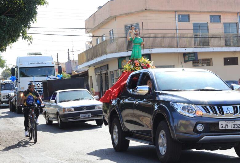 Mais de 100 veículos participam da carreata de São Cristóvão