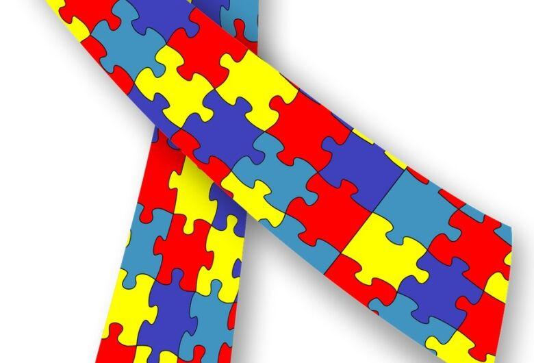 Publicada lei de Robertinho Mori que prevê multa a quem não incluir símbolo do autista em placas de atendimento prioritário