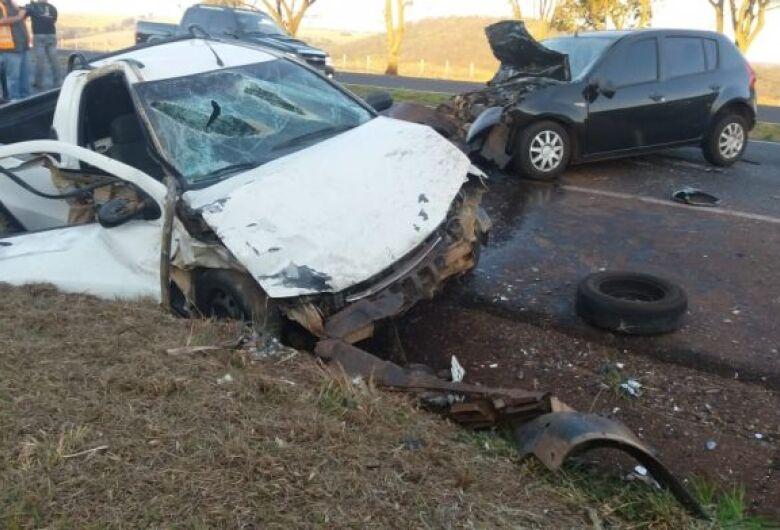 Homem morre após colisão entre dois carros em estrada da região