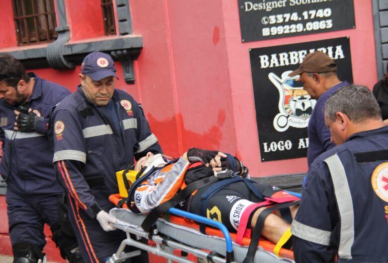 Após colisão, ciclista sofre luxação no ombro