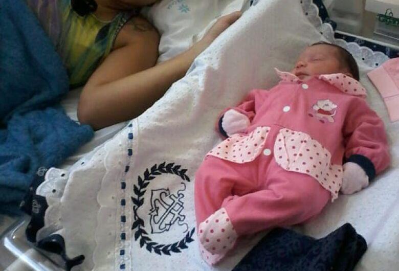 Casal busca ajuda da população: filha recém-nascida está sem roupinhas