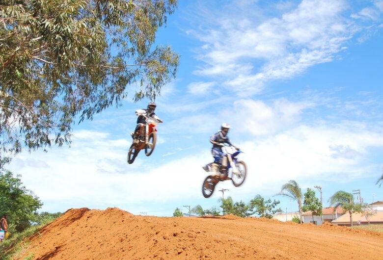 Campeonato de motocross agita o domingo em Ibaté