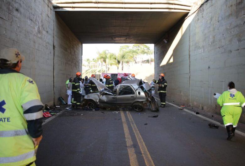 Rapaz morre após carro cair de viaduto na Washington Luis