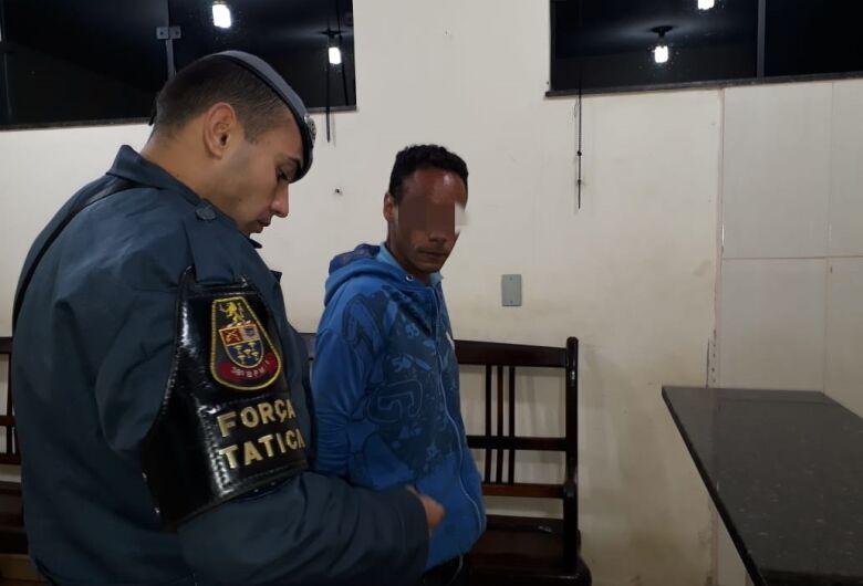 Procurado pela Justiça tenta enganar PMs durante abordagem