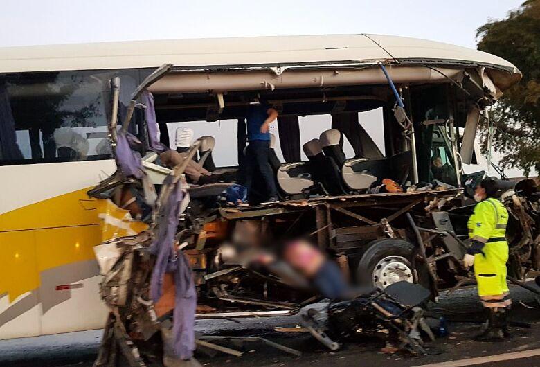 Acidente com ônibus da Empresa Cruz mata uma pessoa na estrada de Ribeirão Preto