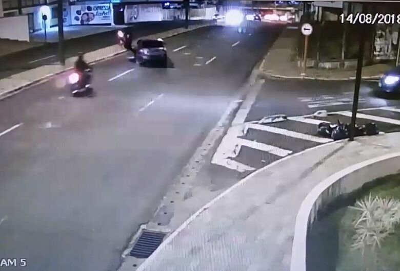 Câmeras registram acidente que terminou na morte de motociclista [vídeo]