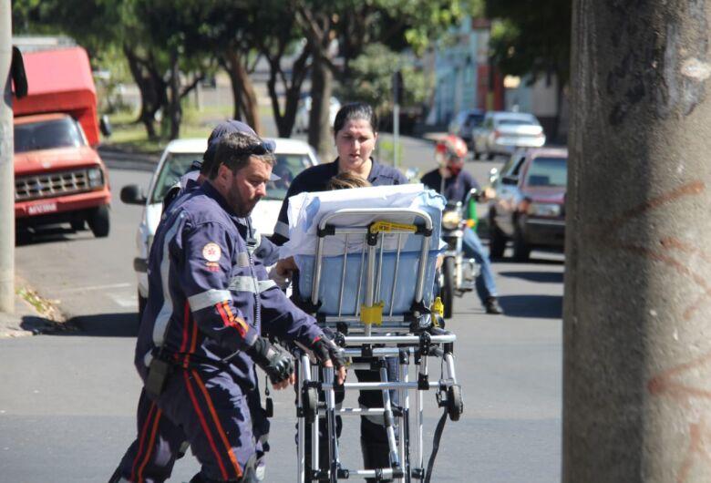 Carro colide na traseira de moto na Vila Sônia