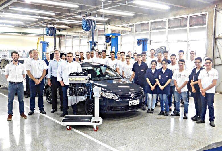 Fábrica de São Carlos da Volkswagen realiza doação de motor para o Senai