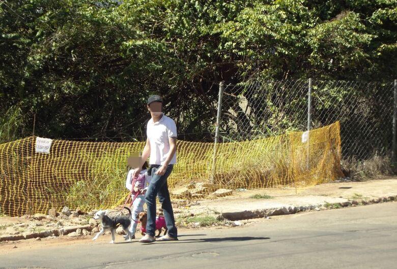 Prefeitura ignora pedido de moradores e situação de ponte no Azulville piora