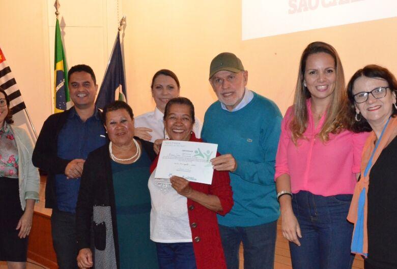 Fundo Social entrega certificados para alunos