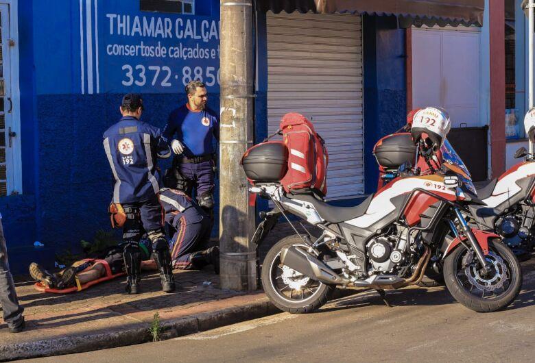 Motociclista fica ferido após sofrer queda