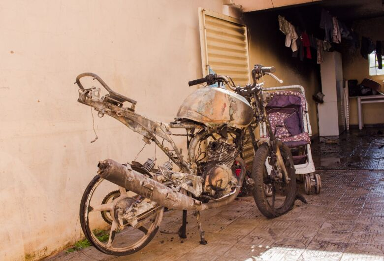 Ex é acusado de atear fogo em motocicleta na Vila Prado