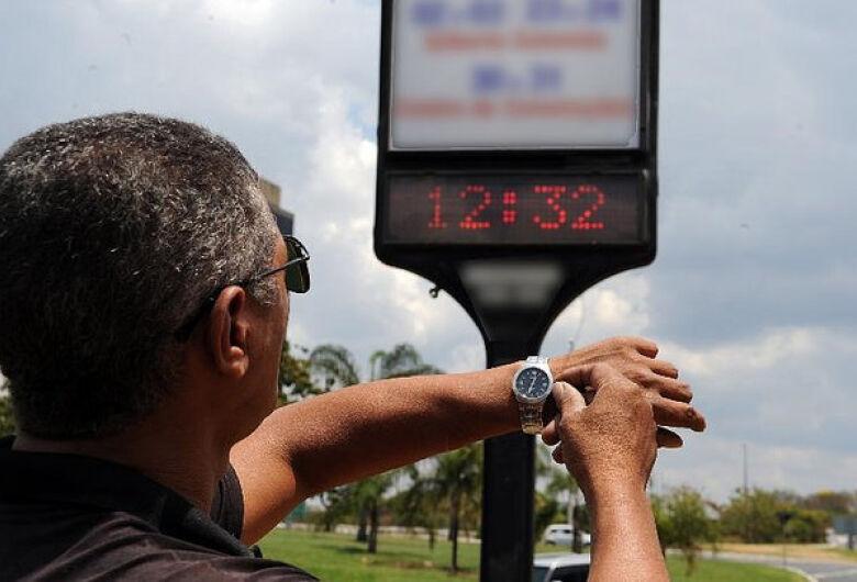 Horário de verão começa no dia 4 de novembro e terá 15 dias a menos