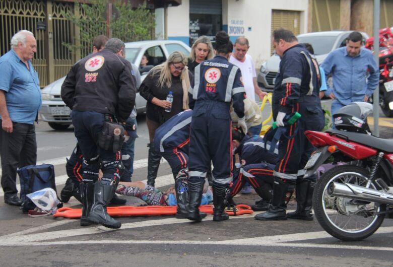 Criança é atropelada por moto na faixa de pedestres