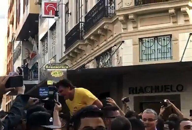 Bolsonaro é esfaqueado em ato de campanha