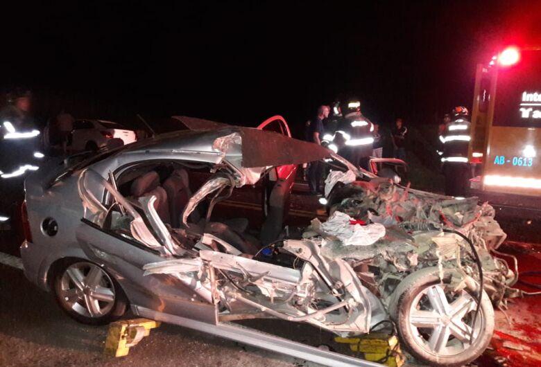 Homem morre e mulher fica gravemente ferida em acidente perto da Aparecidinha