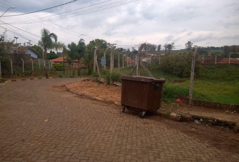 São Carlos Ambiental realiza a limpeza no Residencial Waldomiro Vendrasco e troca o container