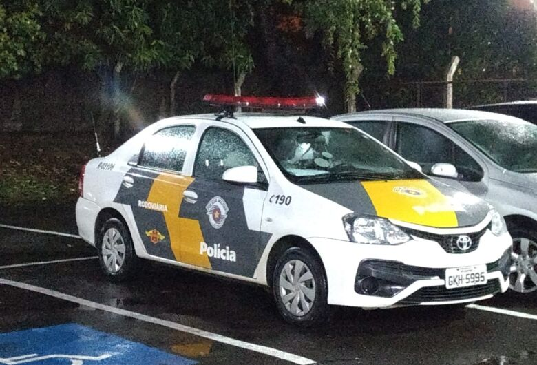 Motorista embriagado provoca acidente na SP-215