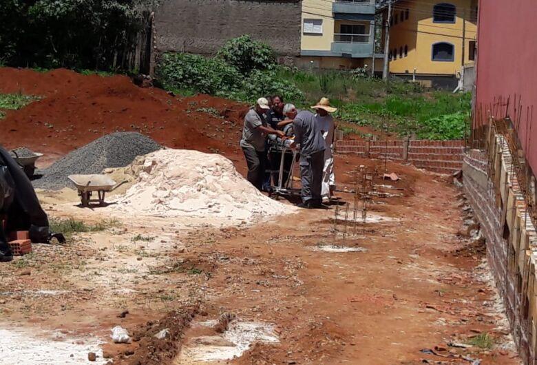 Muro desaba sobre pedreiro na Vila Pureza