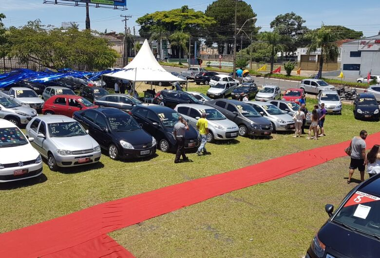 Mais de 100 veículos são vendidos em feirão na Getúlio Vargas