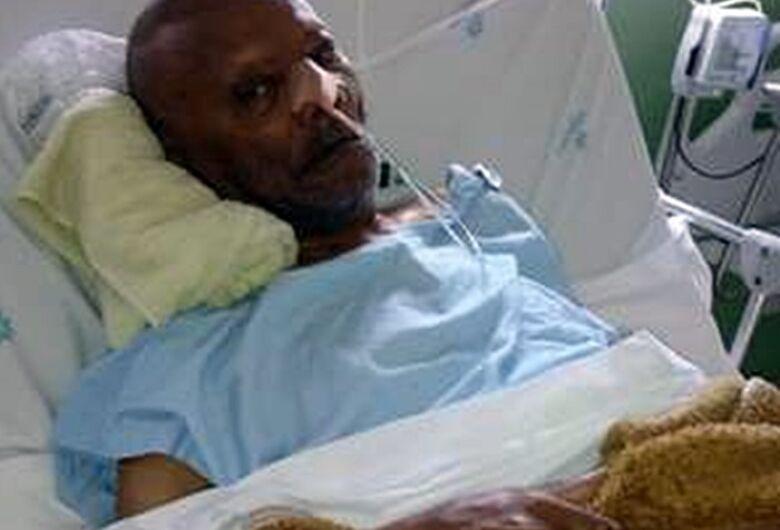 Família pede ajuda para pai que está acamado e que necessita de cuidados especiais