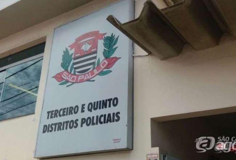 Bandido armado de faca rouba Iphone de estudante na frente da Catedral