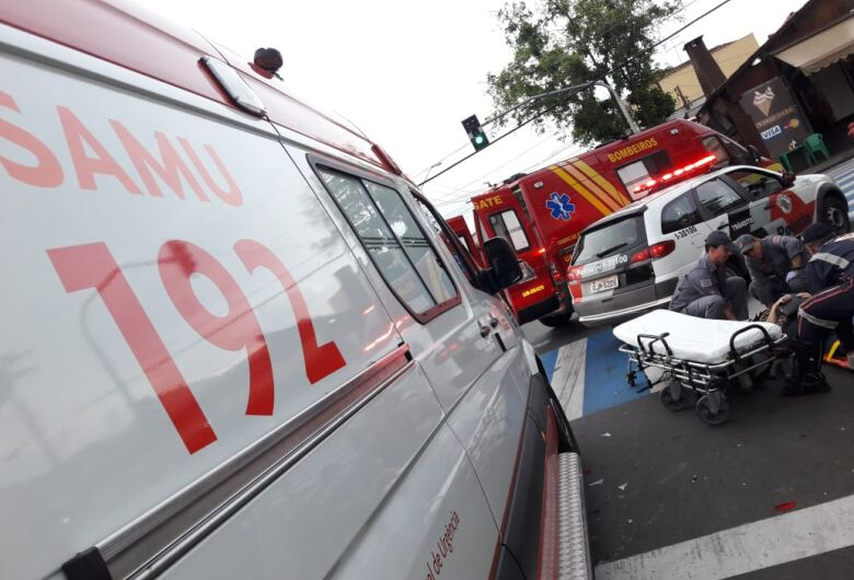 Colisão entre carro e moto fere casal no Cruzeiro do Sul