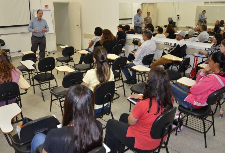Alunos iniciam aulas do curso de Assistente Administrativo