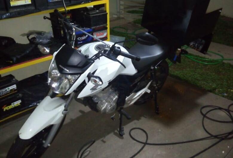 Motociclista fica sem sua Honda na Vila Nery