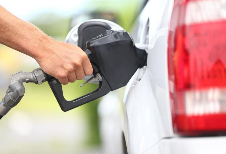 Petrobras vai reduzir em 6,2% o preço médio da gasolina nas refinarias nesta quarta-feira